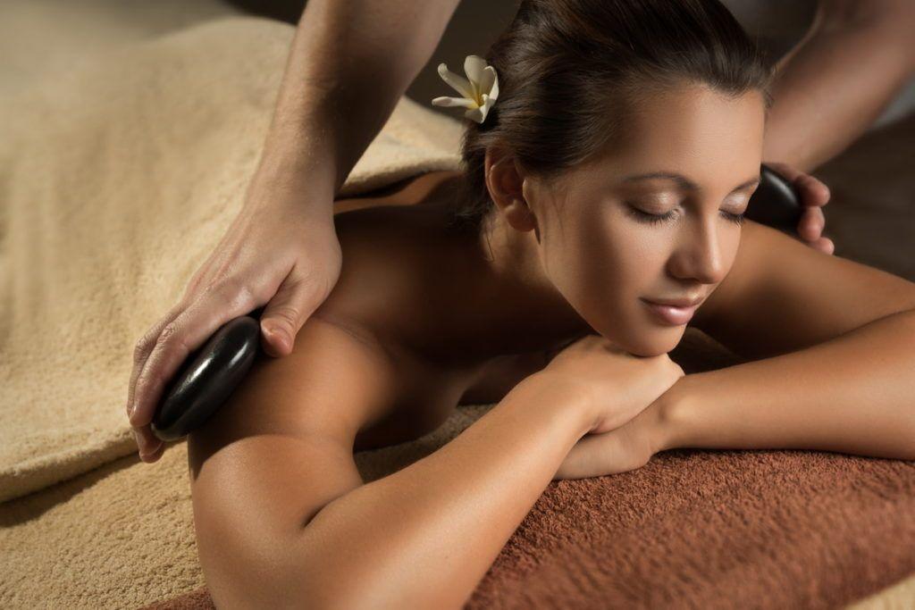 масляный массаж в комбинации с камнями
